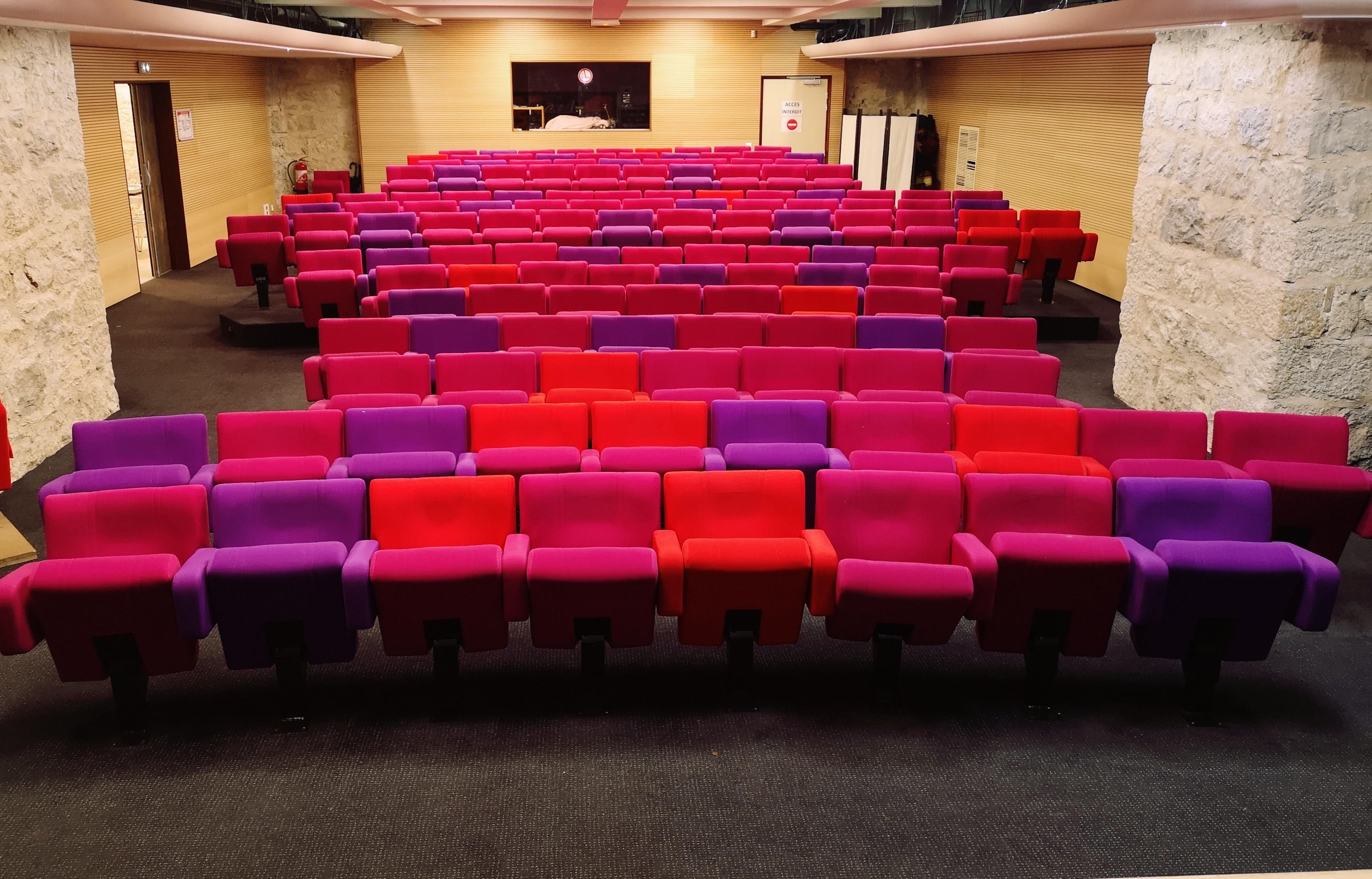 Photo de la salle de la nouvelle comédie à Nice, vu de la scène