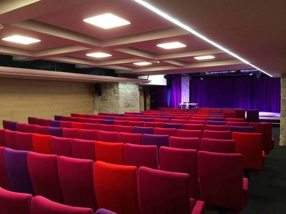 Photo de la salle de la nouvelle comédie à Nice, vu arrière